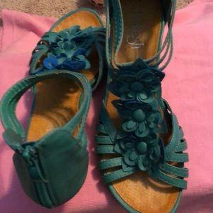 Wedge sandals zip back